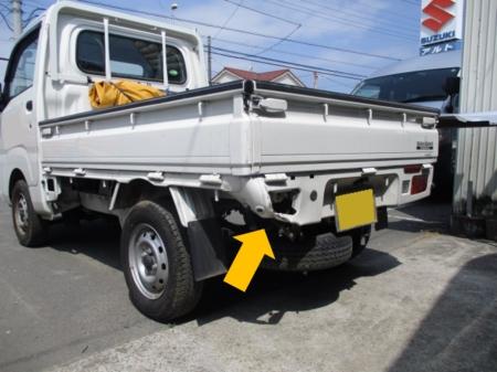 鈑金塗装修理のご紹介。久喜市より荷台凹み(スバル・サンバートラック)