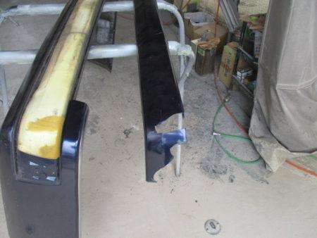 鈑金塗装修理お任せ下さい。幸手市からリアバンパーモールの交換(ベンツ・E320)